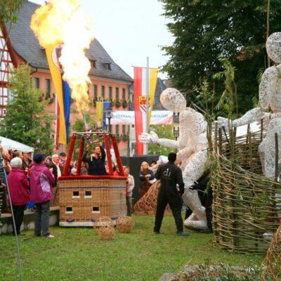 Geflochtene Theaterkulisse für Dundu Figuren